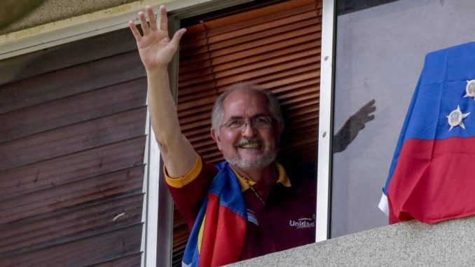 Cabildo Metropolitano destituyó a Antonio Ledezma por