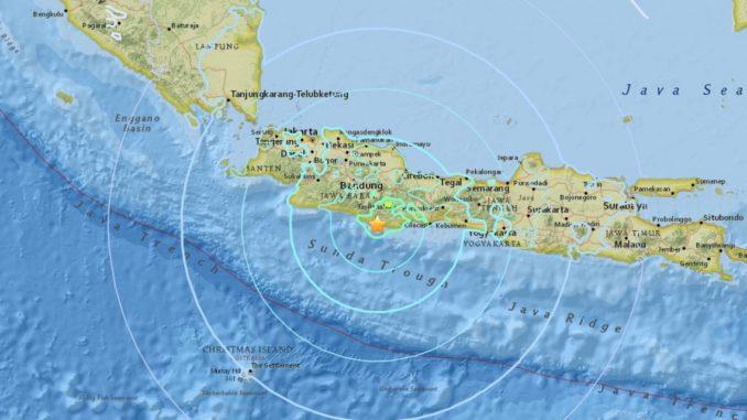 Reportan muertes y edificios colapsados tras terremoto; hay alerta de tsunami — Indonesia