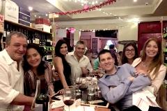 Veronica Fratto y Christian Tempesta con amigos